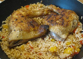 Kuřecí stehna s paprikovou rýží recept