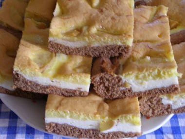 Barevný tvarohový koláč