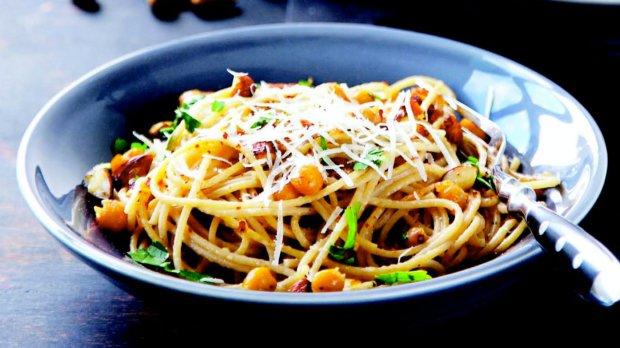 Celozrnné špagety s cizrnou