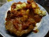 Krkovička na cibulích, česneku a rajčatech s bazalkou recept ...
