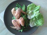 Pečená kuřecí křidýlka s hrubou solí, dušené lusky recept ...