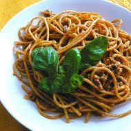 Celozrnné špagety s mletým a čertovskou omáčkou recept