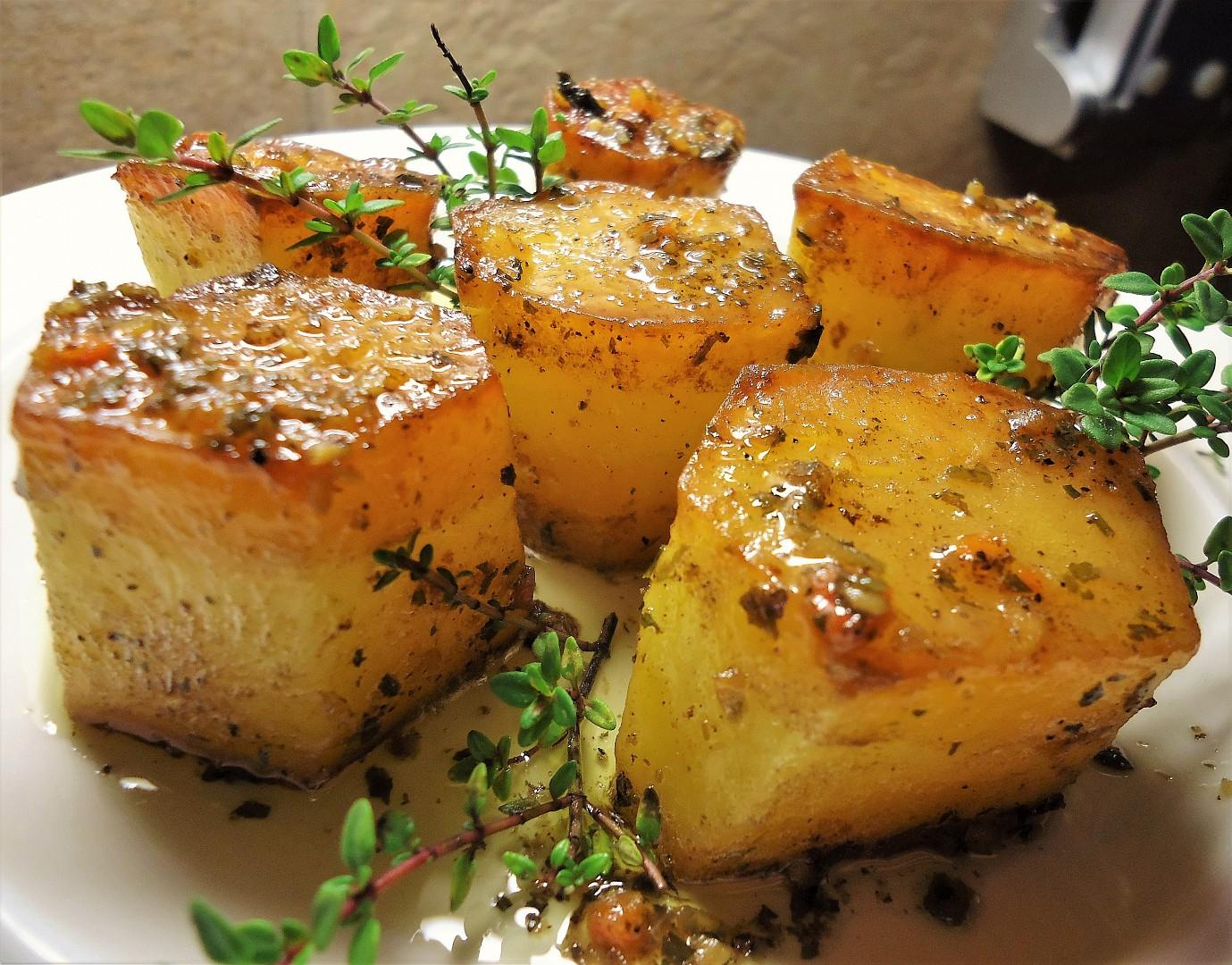 Pečené bramborové špalky s tymiánovým máslem recept ...