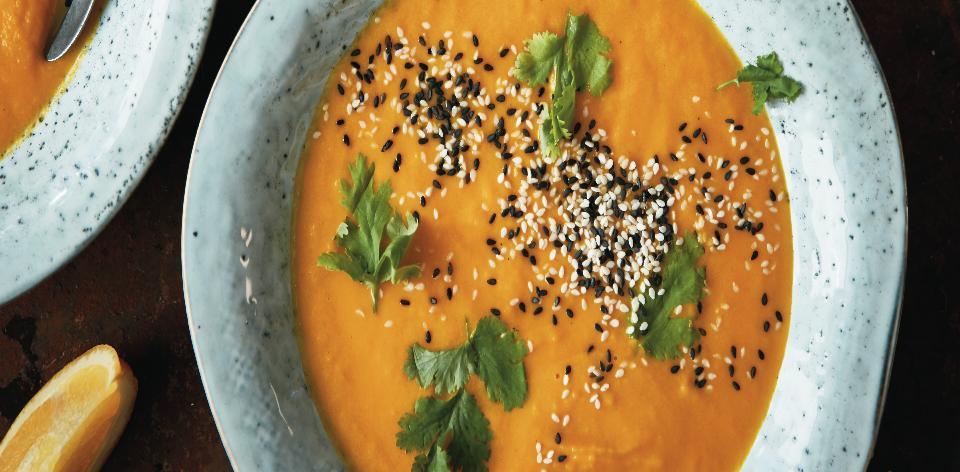 Mrkvovo-batátová polévka s pomerančem a koriandrem