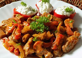 Chilli nudličky z krkovice s tzaziky recept