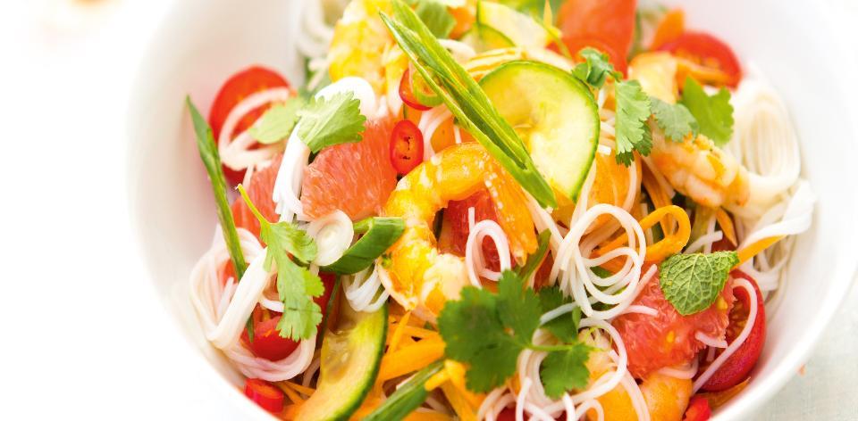 Rýžové nudle s krevetami a čerstvou zeleninou