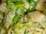 Kuřecí nugety v bylinkovém pestu s makarony recept