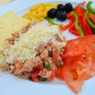 Tuňákový salát s cibulí, paprikou a parmazánem recept