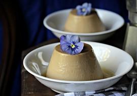 Kávová panna cotta s tekutým karamelem recept