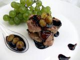 Vepřové medailonky s pikantní omáčkou a hroznovým vínem recept ...