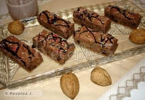 Kávové řezy s ořechy, čokoládou a skořicí