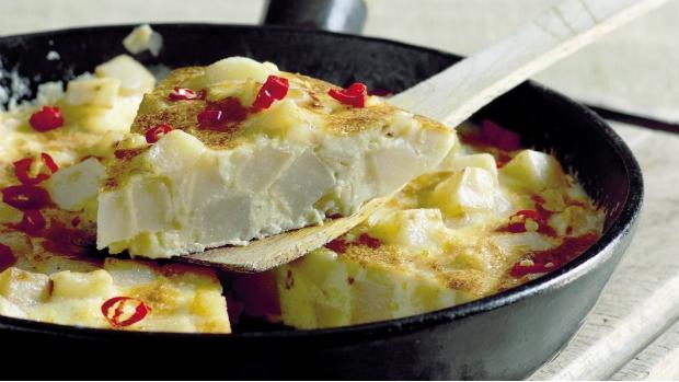 Frittata s bramborami, paprikou a chilli