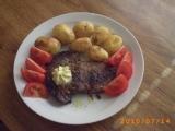 Hovězí steak s rozmarýnem a grilovanými brambory recept ...