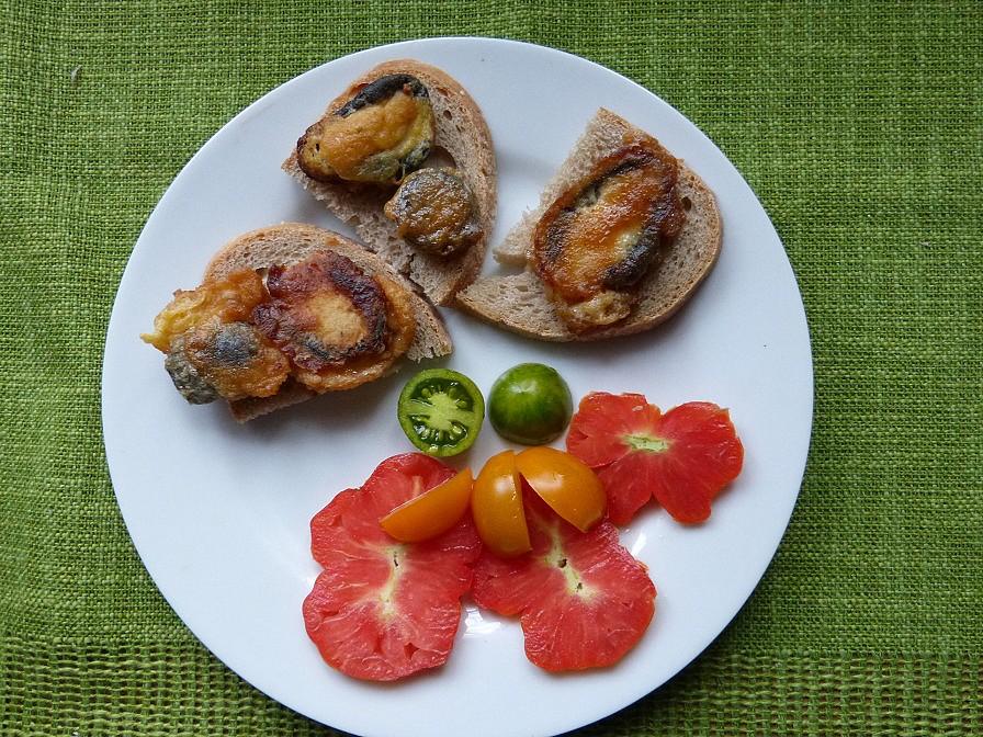 Smrduté hadovky s barevnými rajčaty recept