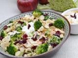 Brokolicovo  jablkovy salat recept
