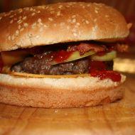 Hovězí cheeseburger s candy slaninou recept