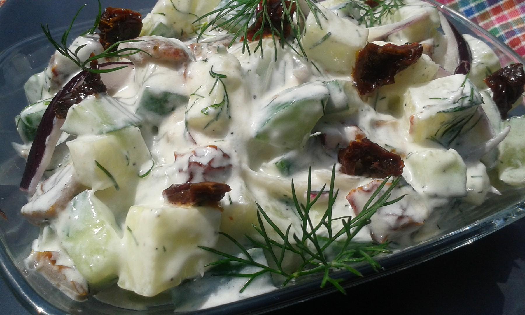 Rychlý cuketovo  okurkový salát s koprem recept