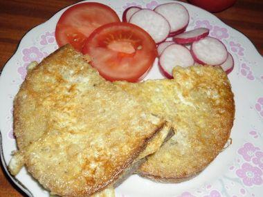 Chleba ve vajíčku s kečupem