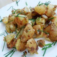 Opékané nové brambory na cibulce recept