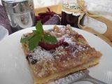 Bohatý koláč s ovocem, mákem a drobenkou recept