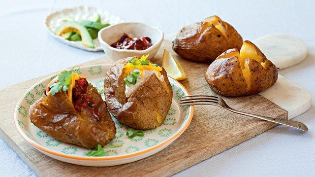 Pečené plněné brambory s tuňákovou a fazolovou náplní | Prima ...