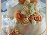 Svatební dvoupatrový dort s růžemi recept