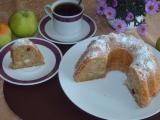 Jablková bábovka s rozinkami a skořicí recept