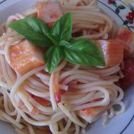 Těstoviny se surimi a rajčaty recept