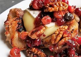 Kuře s ořechy, brusinkami a Hermelínem recept