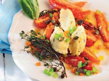 Ricottové gnocchi se šalvějí a restovanými rajčaty
