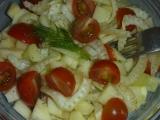 Fenyklový salát s jablkem a rajčátky recept