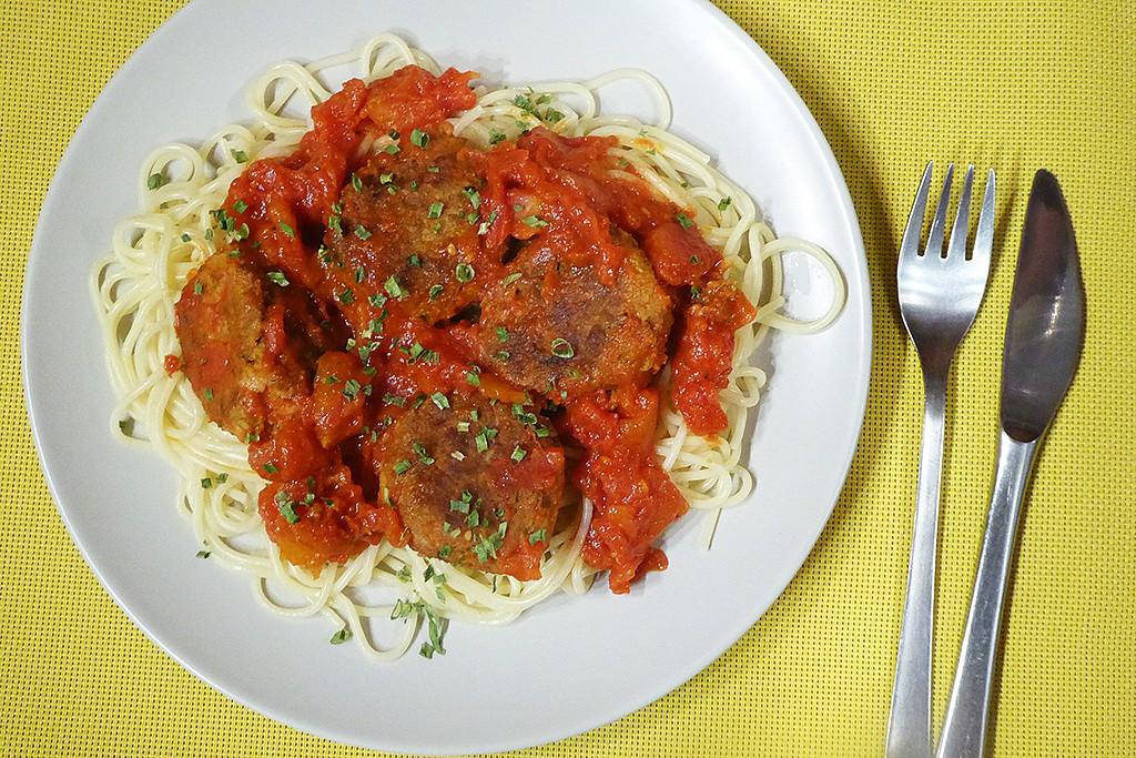 Špagety s tuňákovými kuličkami recept