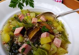 Polévka z uzeného vývaru s pohankou, kapustou a bramborem ...