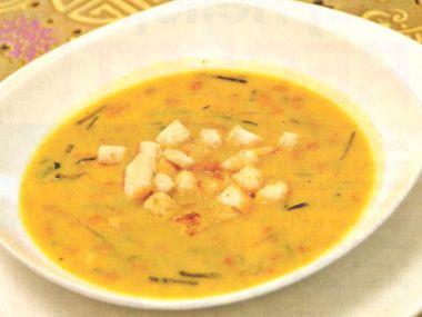 Pórková polévka s kari a krutony