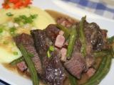 Hovězí líčka na slanině a zelených fazolkách recept