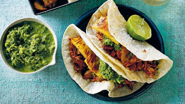 Tacos s vepřovým masem a ananasem