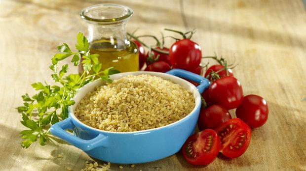 Salát z bulguru s fazolkami a rajčátky