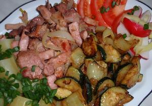 Jednoduché ražničí (špízy) z pánve se smaženou zeleninou ...