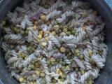Těstoviny s kuřecím masem, kukuřicí a hráškem recept  TopRecepty ...
