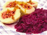 Plněné knedlíky s dušeným červeným zelím recept