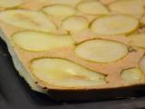 Zdravý celozrnný obrácený hruškový koláč recept
