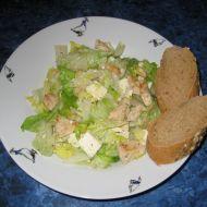 Salát s kuřecím masem a balkánským sýrem recept