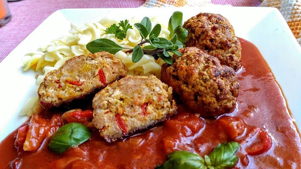 Kuřecí válečky s rajčatovo-cuketovou směsí recept