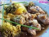 Kořeněný bůček dušený s brokolicí a hlívou recept