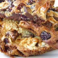 Brusinkový koláč s čokoládou a mandlemi recept