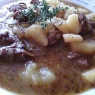 Gulášová polévka s barevnou paprikou recept