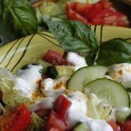 Salát s kari a bazalkou recept