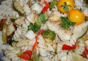 Těstoviny s rybou  teplý salát