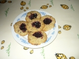 Sušenky z ovesných vloček a povidlovou čepičkou recept ...