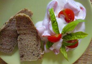 Rajčatový salát s bazalkou Institutu kompliment